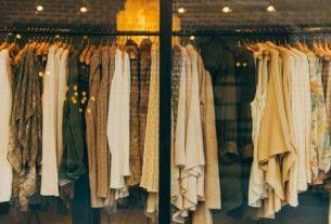 Sklepy odzieżowe online – co zyskujesz kupując w sieci?